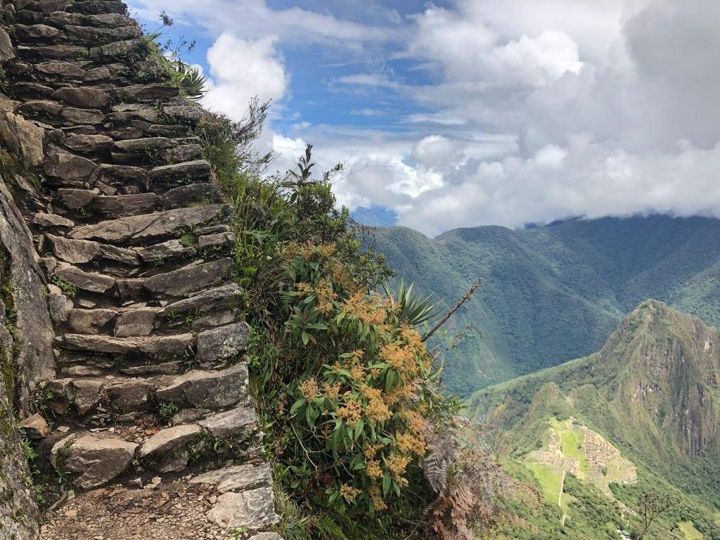 Marches peu avant l'arrivée au sommet de la montagne Machu Picchu
