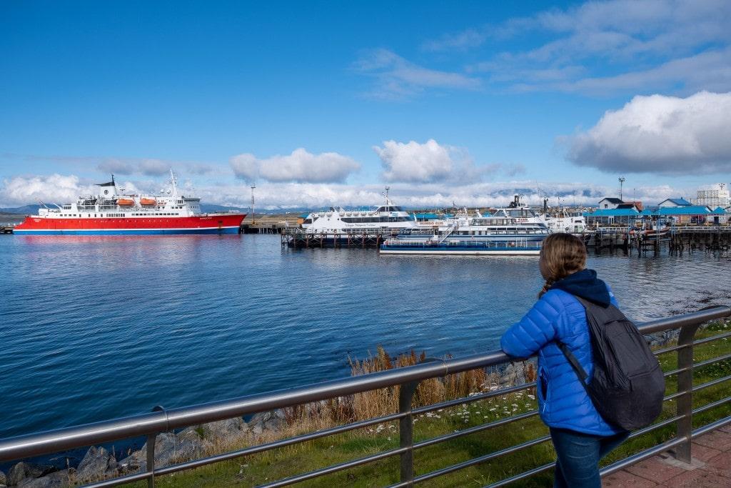 Bateaux de croisière dans le port d'Ushuaïa