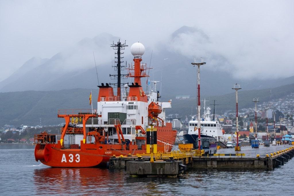 Bateau dans le port d'Ushuaïa